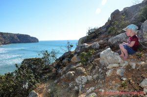 Voorbereiding vertrek startende digital nomad gezinnen - klimmen bij Zavial Portugal